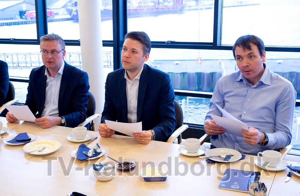 Rasmus Horn Langhoff (A) og Jacob Jensen (V), sammen med Jeppe Hedegård Sørensen, lokal folketingskandidat for Radikale Venstre. Foto: Jens Nielsen