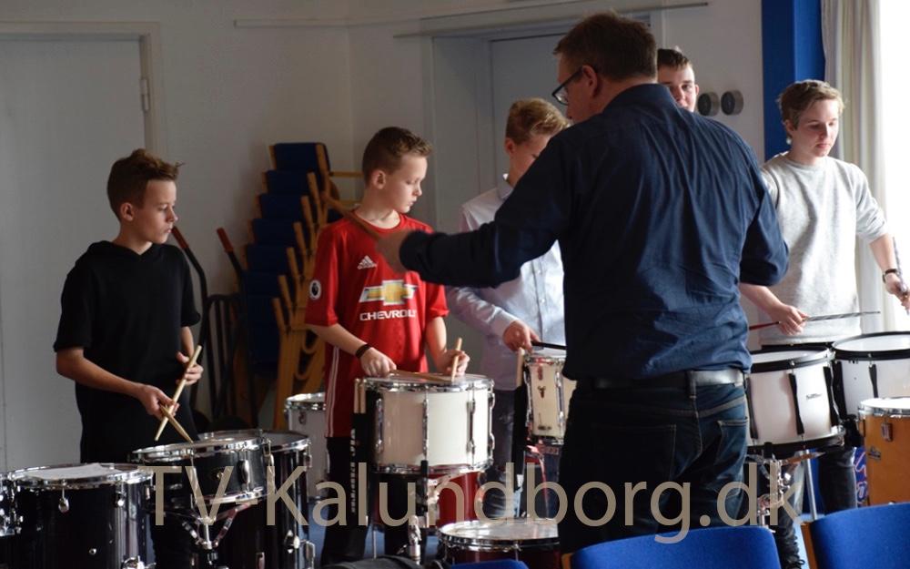 Mens Copenhagen Drummers underviste et af den andre hold, blev de store undervist i et andet lokale. Foto: Gitte Korsgaard.