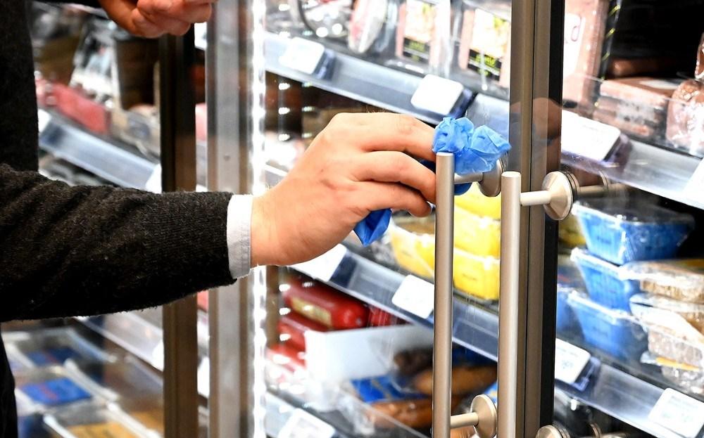 Alle håndtag bliver rengjort hver anden time. Foto: Jens Nielsen