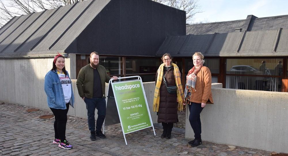 Ungerådgivere ved headspace, Yasemin Ucar (tv) og Jonas Hamborg Jensen samt Lisbeth Smidth Jensenog Maj Jørgensen, to af de frivillige. Foto: Gitte Korsgaard.