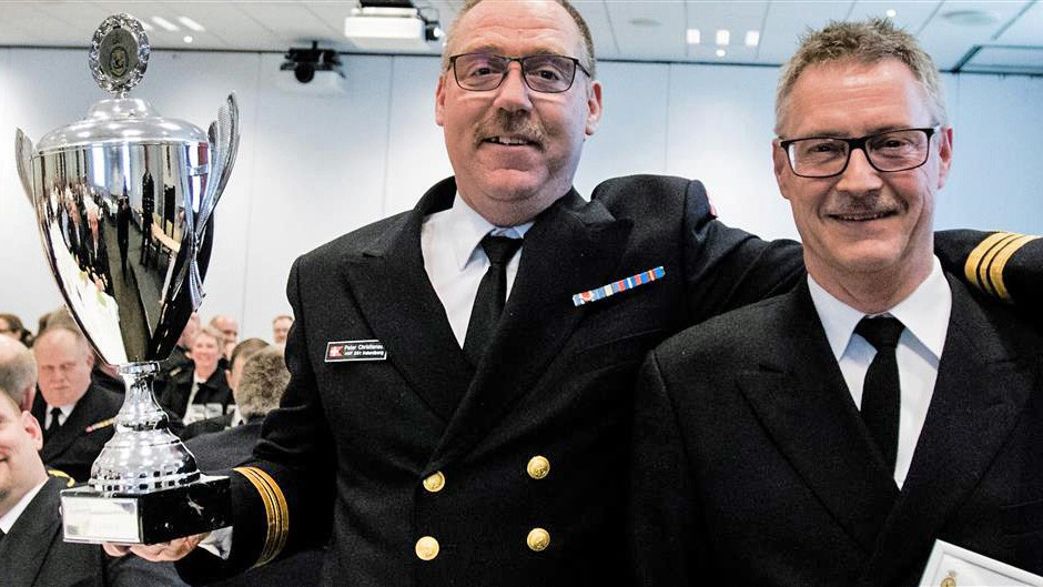 To glade vindere med vandrepokalen. Flotillechef Peter Christiansen og Næstkommanderende Flemming Buch. Foto: Torben Glyum