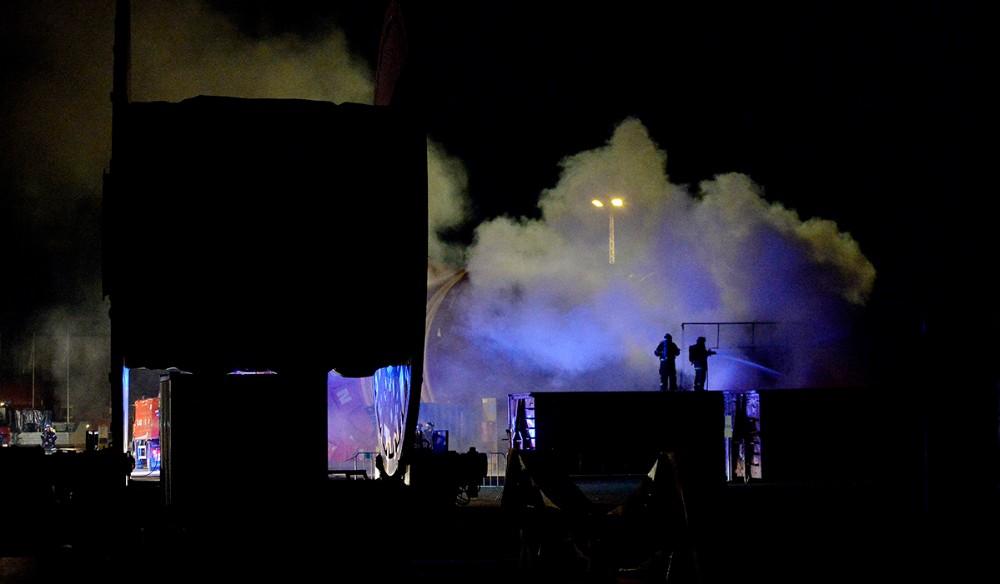 Voldsom brand i en stor container hos NOV natten til fredag. Foto: Jens Nielsen
