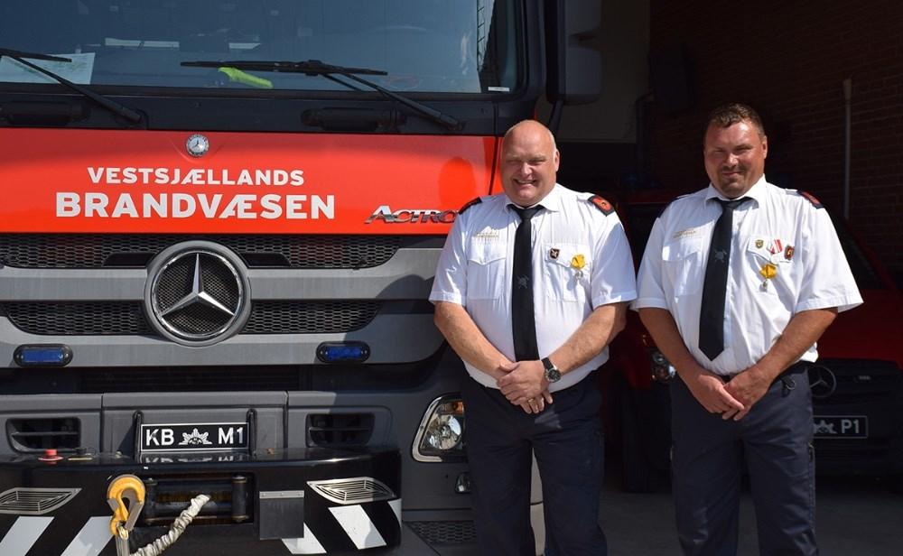 Lørdag formiddag fejrede Vestsjællands Brandvæsen Kalundborg Dennis Thulstrup og René Zebulas 25 års jubilæum. Foto: Gitte Korsgaard.