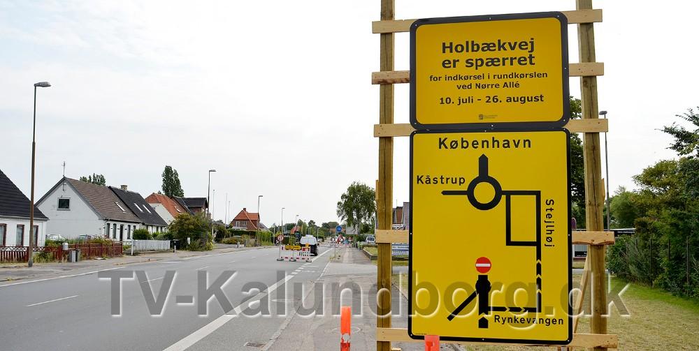 Der er opsat en stor informationstavle inden vejarbejdet. Foto: Jens Nielsen
