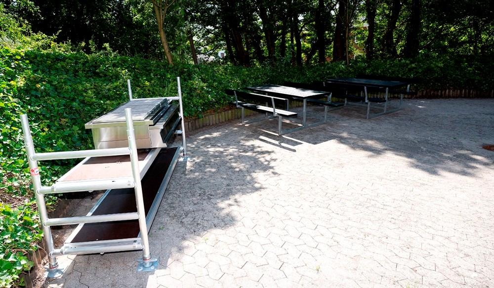 Der er etableret grill og hyggeplads til beboerne. Foto: Jens Nielsen