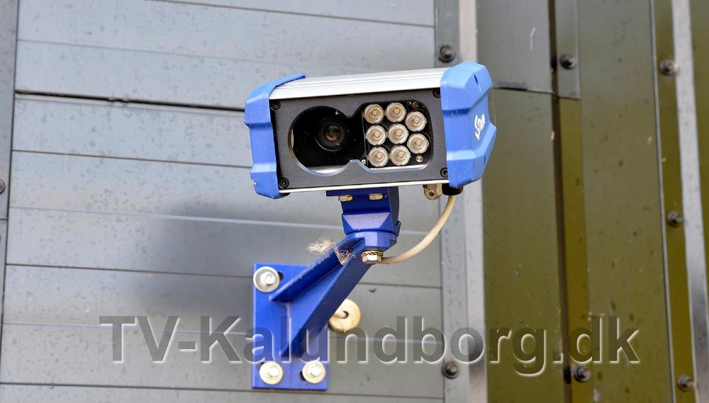 Et kamera aflæser bilens nummerplade så kunder med et abbonement bare kan blive sidende i bilen mens den vaskes. Foto: Jens Nielsen