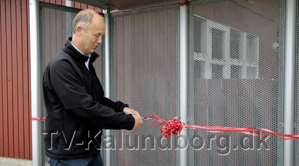 Borgmester Martin Damm klippede den røde snor. Foto: Jens Nielsen