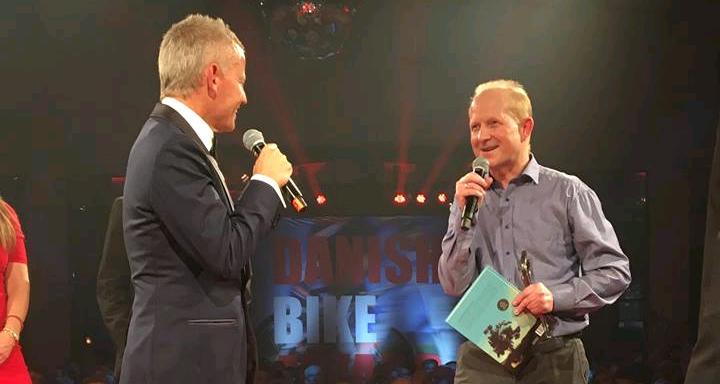 Henrik Djernis på scenne til Danish Bike Award hvor han kom med i Cykelsportens Hall of Fame. Privatfoto
