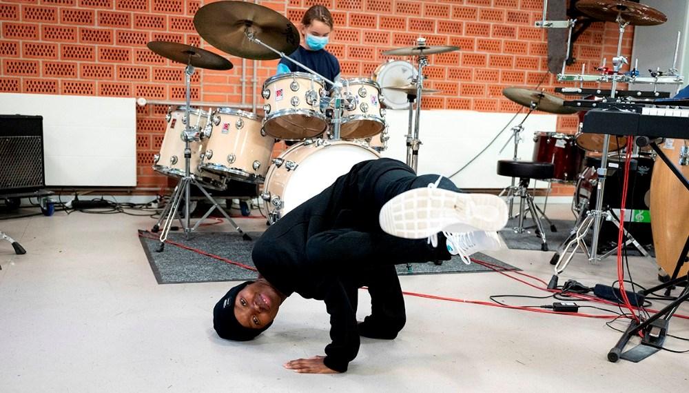 Rapperen, sangeren og danseren Tina Mweni underviste på Det Lille Beat og Rap-mageri. Foto: Jens Nielsen