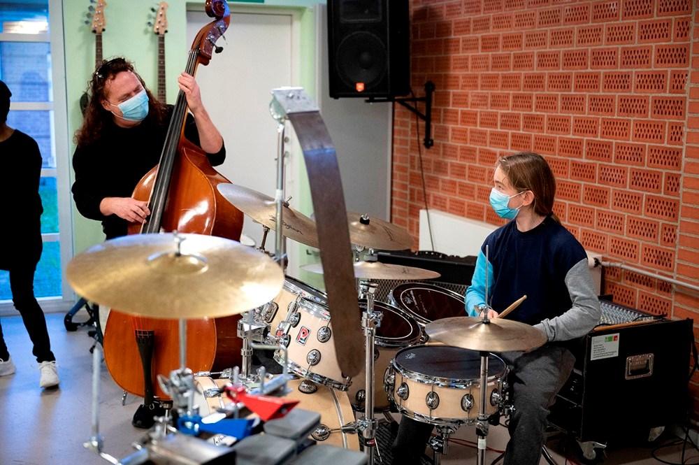 Stan Szyba bag trommerne, her sammen med Morten Grønvad på bas. Foto: Jens Nielsen