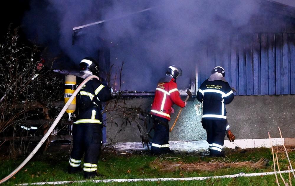 Et kolonihavehus gik op i flammer onsdag aften. Foto: Jens NIelsen