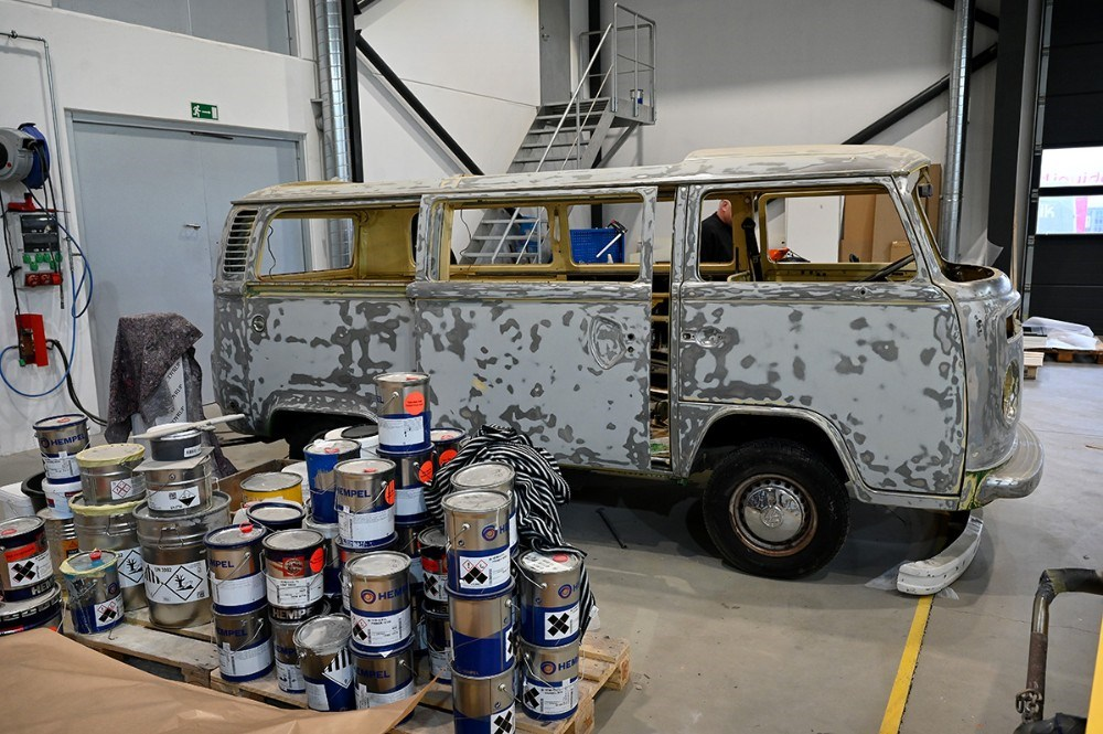 Et gammelt ´rugbrød´ gøres klar til lakering. Foto: Jens Nielsen