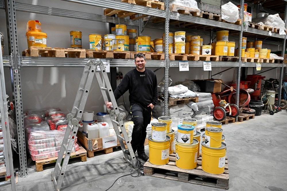 Mark Herping Hansen er leder af afdelingen for gulvmaling og bygningsmaling. Foto: Jens Nielsen