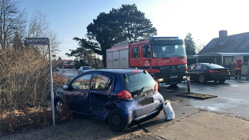 To billister kørte i dag sammen, da den ene overså sin vigepligt. Foto: Gitte Korsgaard.