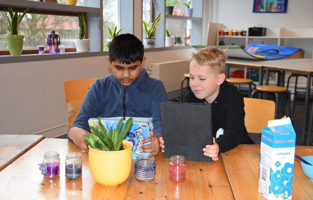 Der bliver hygget i SFO´en på Rynkevangskolen. Foto: Gitte Korsgaard.