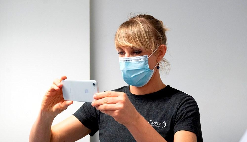 Maja Helbo Jensen, der er fysioterapeut og Partner i FysioCenter Kalundborg, bag kameraet. Foto: Jens Nielsen