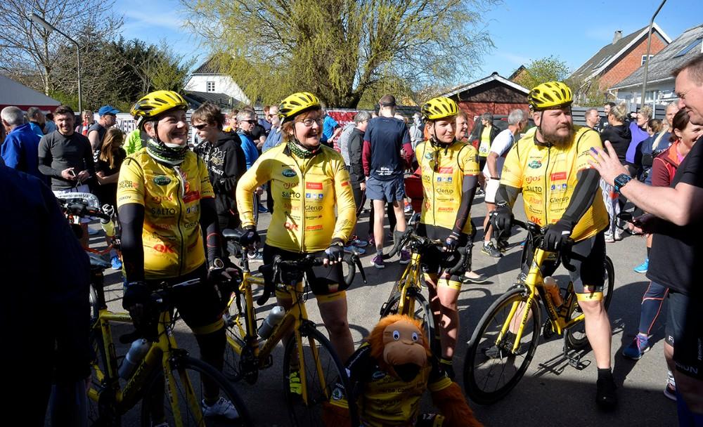 fire ryttere fra Team Rynkeby Vestsjælland cyklede foran motionsløberne. Foto: Jens Nielsen