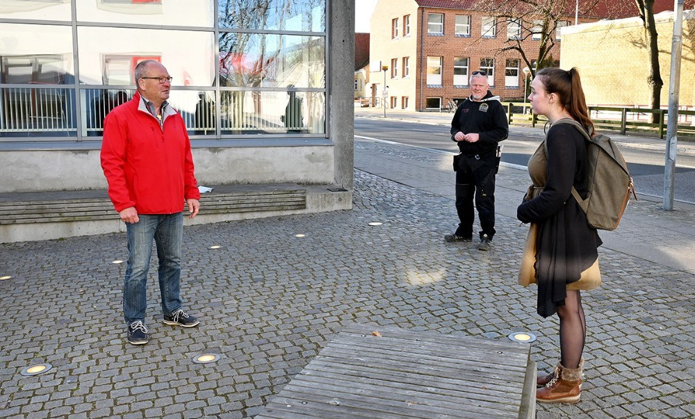 Rektor på Kalundborg Gymnasium og HF, Peter Abildgaard Anderen, tog imod eleverne mandag morgen. Foto: Jens Nielsen