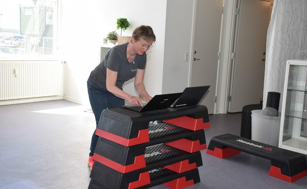 Der bliver gjort klar til online hold hos FysioCenter. Foto: Gitte Korsgaard.