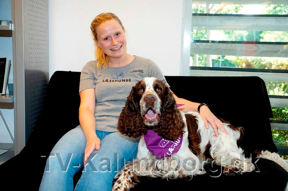 Louise Due med sin læse- og skolehund Schnuden. Arkivfoto: Jens Nielsen