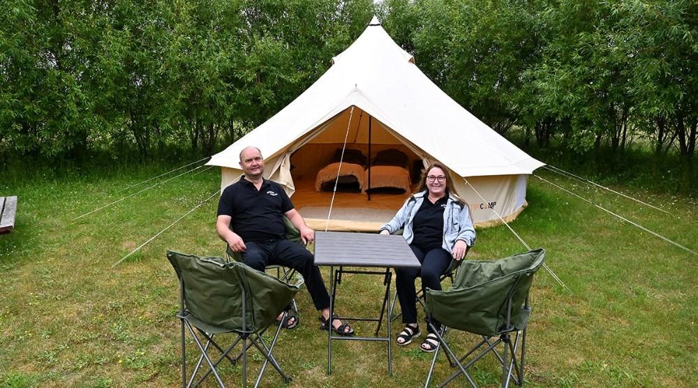 Anette og Michael Rasmussen tilbyder i år luksus ferie i en tipi. Foto: Jens Nielsen