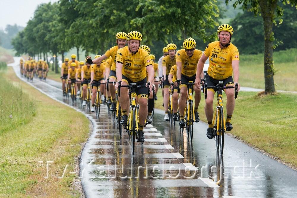 Team Rynkeby Vestsjælland var også med til at indvie den nye cykelsti på Røsnæs. Forrest i feltet ses Jesper Thomsen fra Expert og Tom Christensen fra Dyrehøj Vingård. Foto: Jokum Tord Larsen