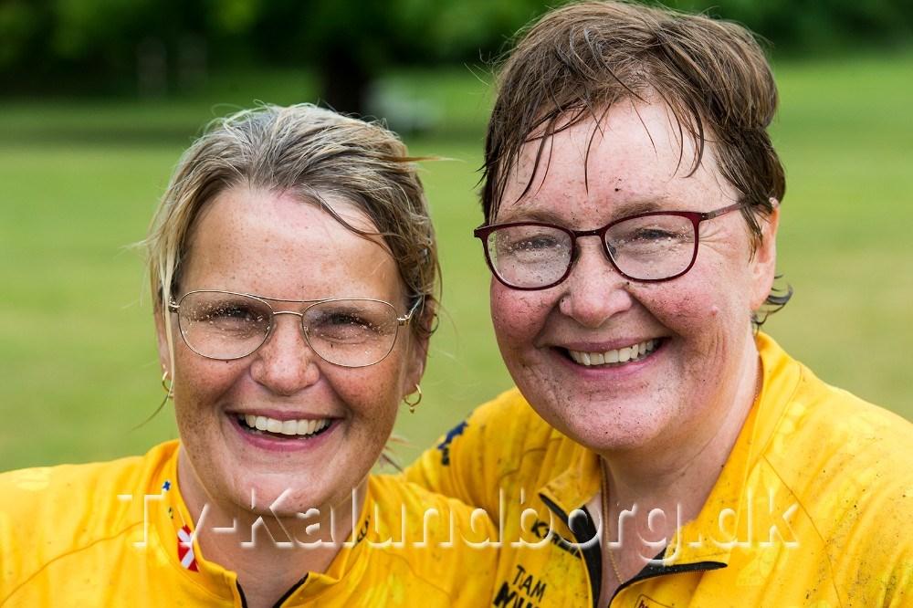 Et par glade og våde Rynkeby ryttere. Foto: Jokum Tord Larsen