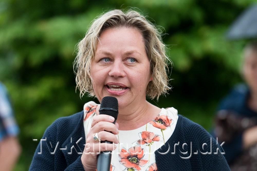 Formand for Røsnæs Udviklings- og Beboerforening, Trine Fogh Lauridsen holdte tale. Foto: Jokum Tord Larsen