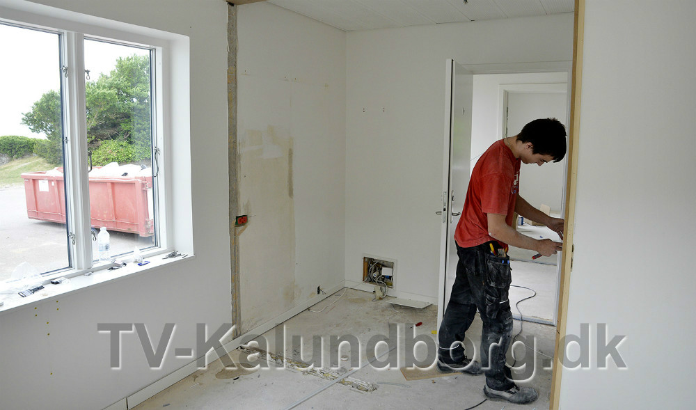 Håndværkerne er i fuld gang på det nye hotel. Foto: Jens Nielsen