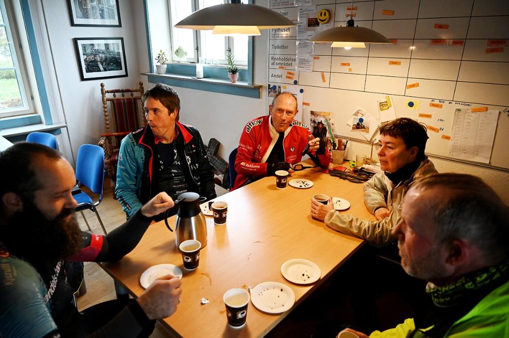 Der var kaffe og kage til de mange mountainbikeryttere. Foto: Jens Nielsen