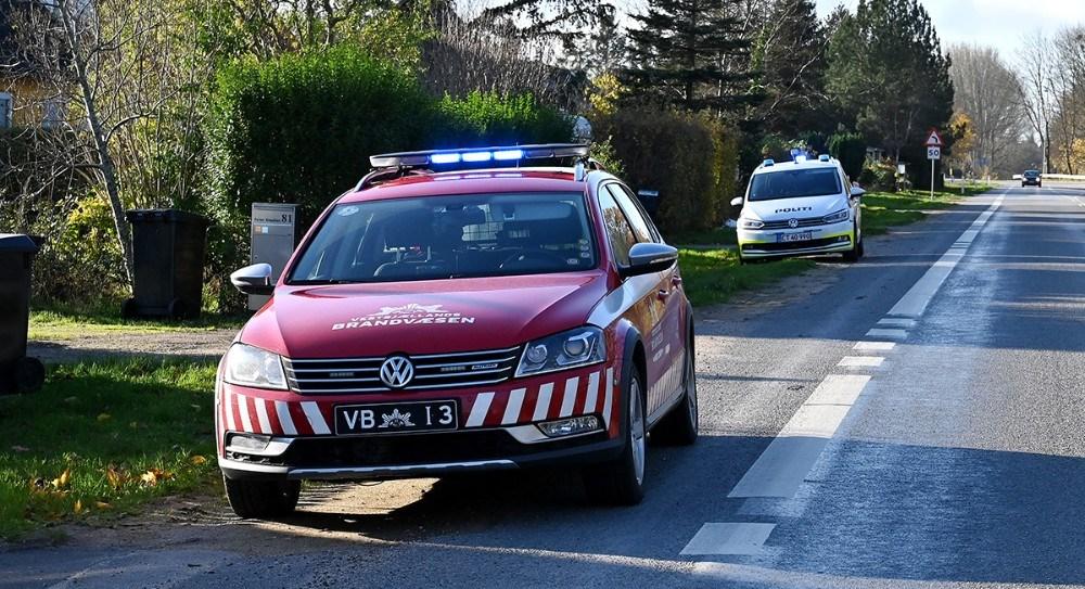 Politi og brandvæsen blev fredag formiddag kaldt til Kalundborgvej mellem Løgtved og Bregninge. Foto: Jens Nielsen