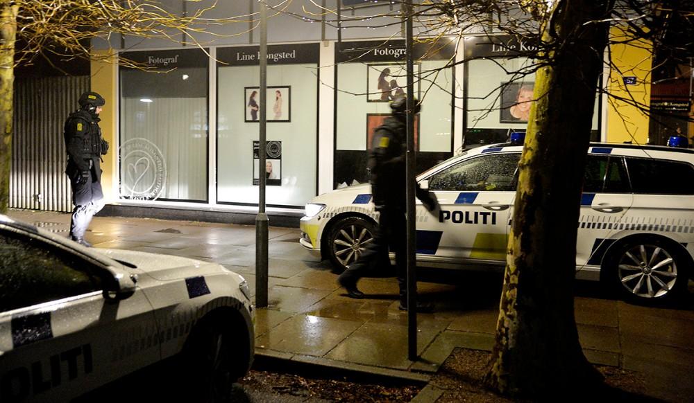 Politiet var massivt tilstede i Kalundborg torsdag aften. Foto: Jens Nielsen
