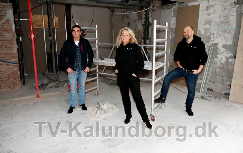Det tidligere Pizza Mia bliver nu til en biografsal, fra venstre, Allan Nielsen, ejer af bygningen, sammen med AnnetteSønder Nielsen og Brian Sønder Andersen. Foto: Jens Nielsen