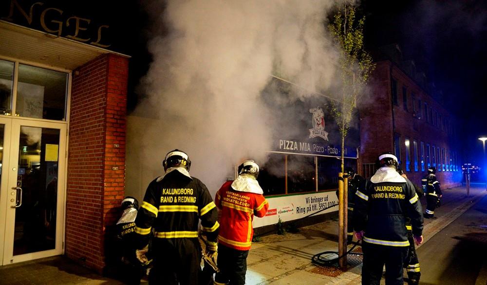 En nat først i maj brændte Pizza Mia, nu bliver lokalerne omdannet til biografsal. Foto: Jens Nielsen