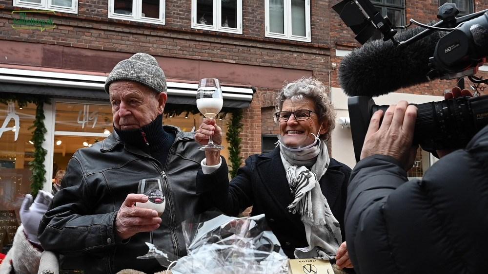 Inge Lise Hansen blev den heldige vinder af 10.000 kr.  Foto:Jens Nielsen