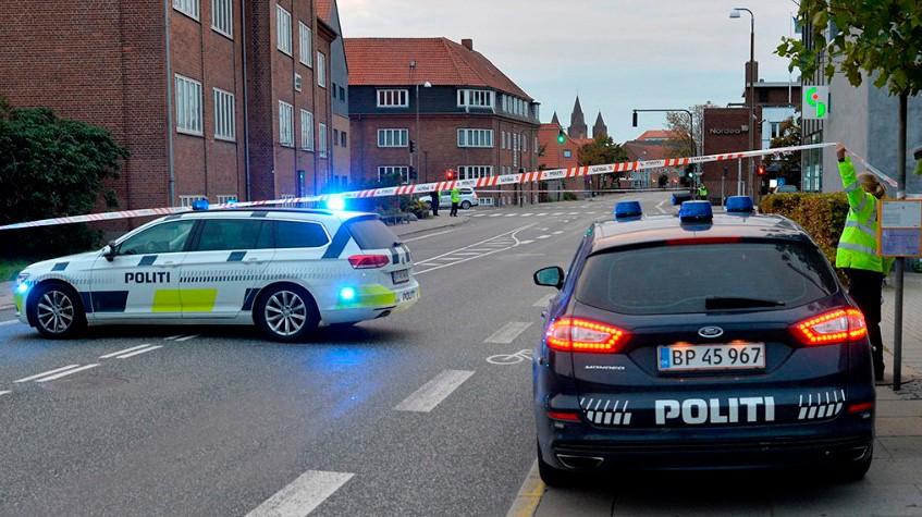 Hele lyskrydset i Vænget-Bredgade var afspærret i forbindelse med at politiet sikrede spor. Foto: Jens Nielsen
