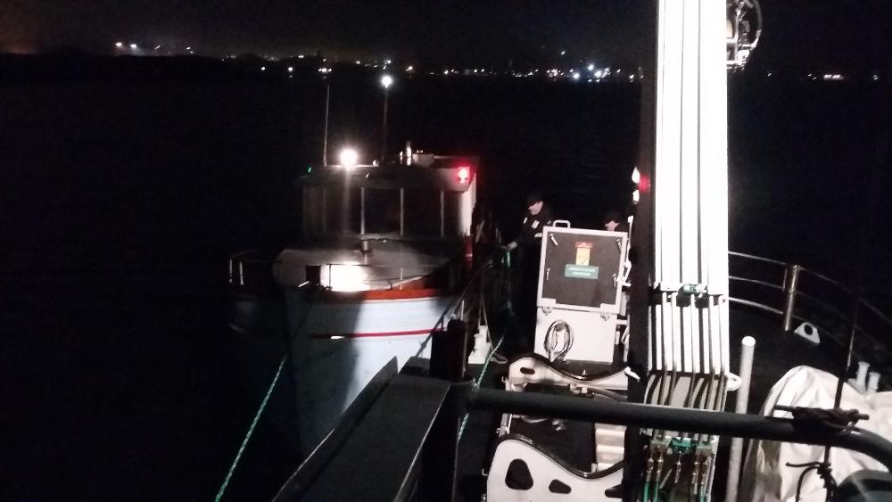Marinehjemmeværnet redder ægtepar i havareret sejlbåd.
