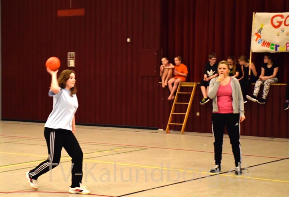 I dag har der været turnering i Høvdingebold for 4. og 5. klasserne i Kalundborghallen og Nyruphallen. Foto:Gitte Korsgaard.