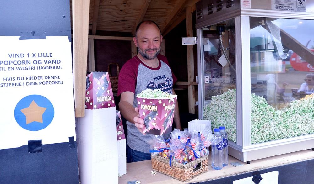 Brian Sønder Andersen fra Kino Den Blå Engel havde godt salg af grønne popcorn. Foto: Jens Nielsen