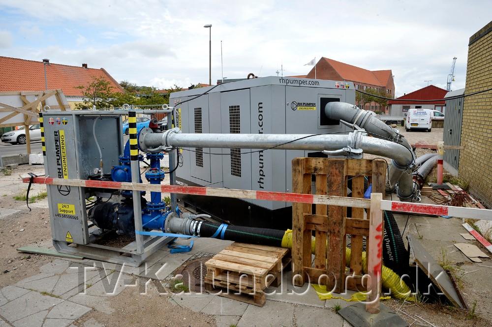 Mobile pumper er sat op uden for den eksisterende pumpestation.  Foto: Jens Nielsen