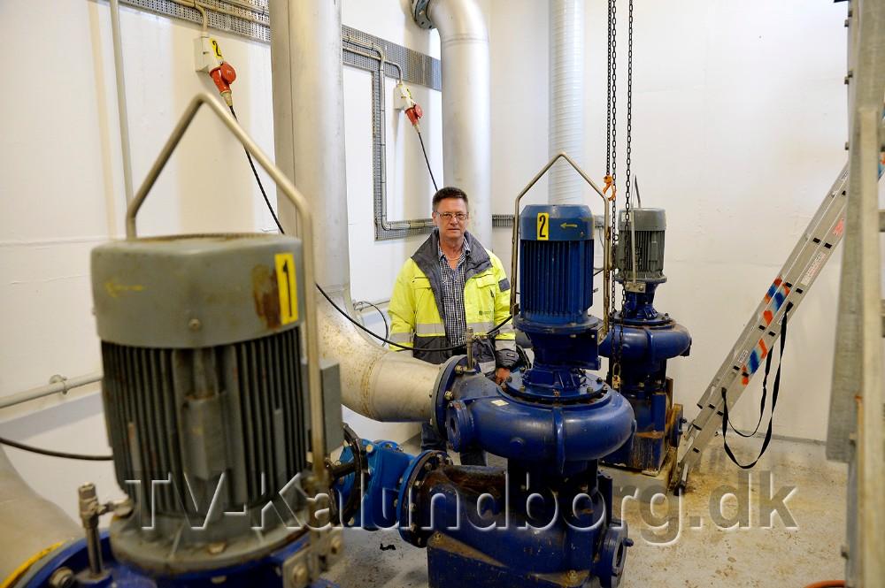 Jørgen Skafte fra Kalundborg Forsyning i pumpestationen som nu er under ombygning. Foto: Jens Nielsen