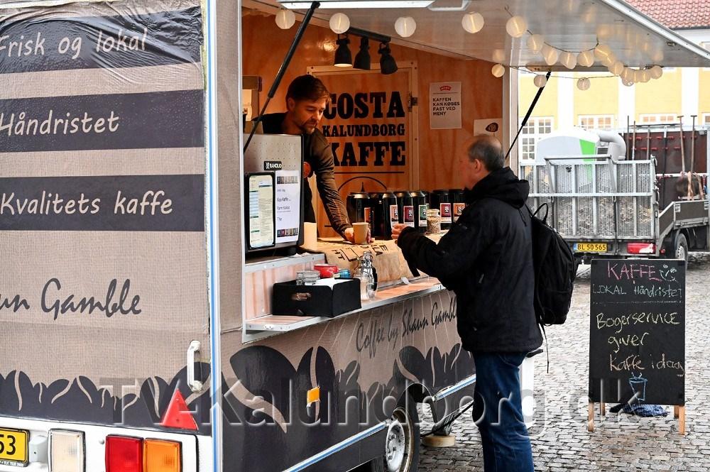Der var kaffe til de borgere som var mødt frem. Foto: Jens Nielsen