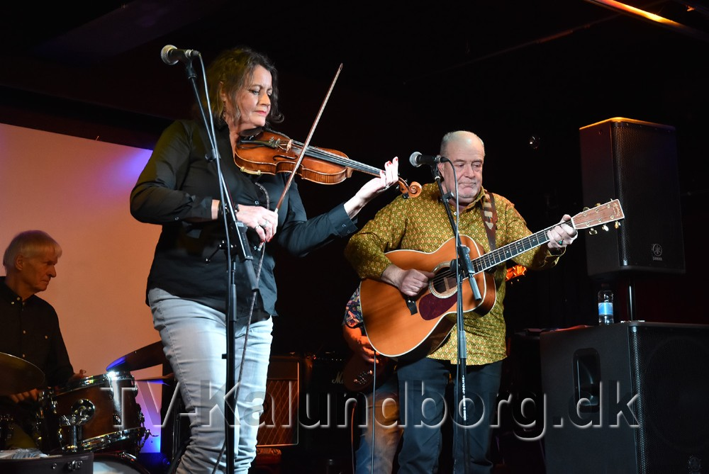 Lasse og Mathilde Band stod onsdag aften på scenen i Juvi klubben i Kalundborg. Foto: Sven Petersen