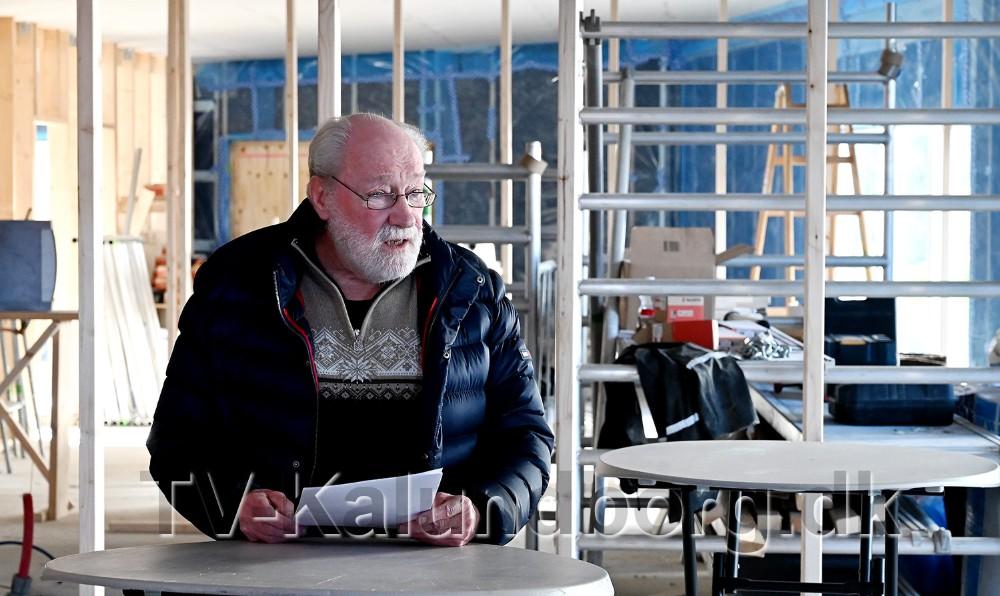 Richard Poulsen, formand for Kalundborg Almennyttige Boligselskab, holdttale forde mange fremmødte til rejsegildet. Foto: Jens Nielsen