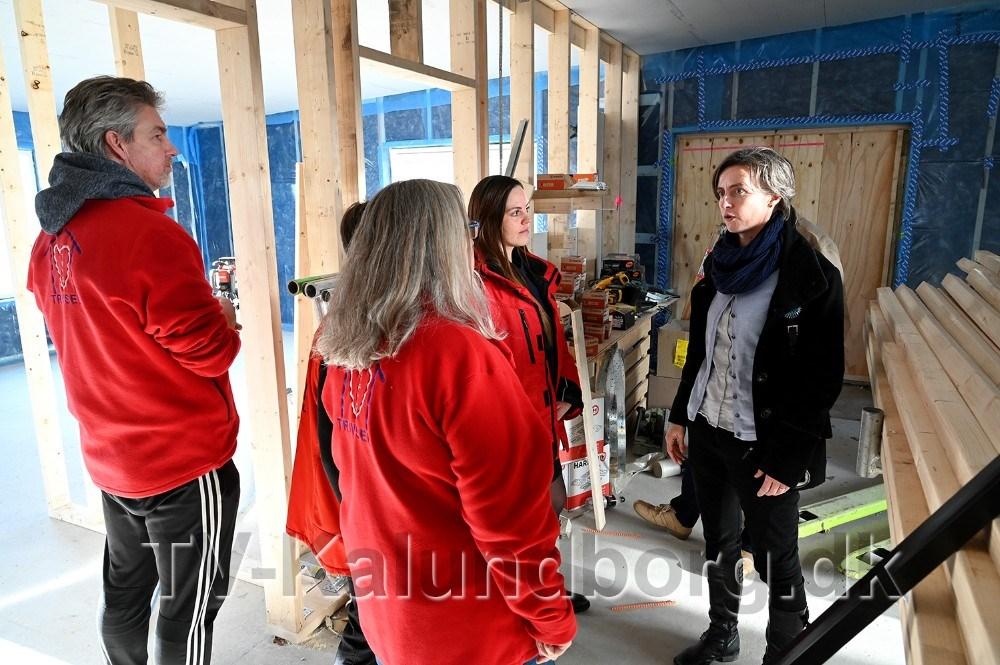 Medarbejderne fra Tryghed og Trivsel kikkede på deres fremtidige kontor. Foto: Jens Nielsen