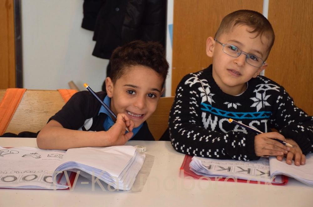Mohammed og Sultan arbejder med matematik. Foto: Gitte Korsgaard.