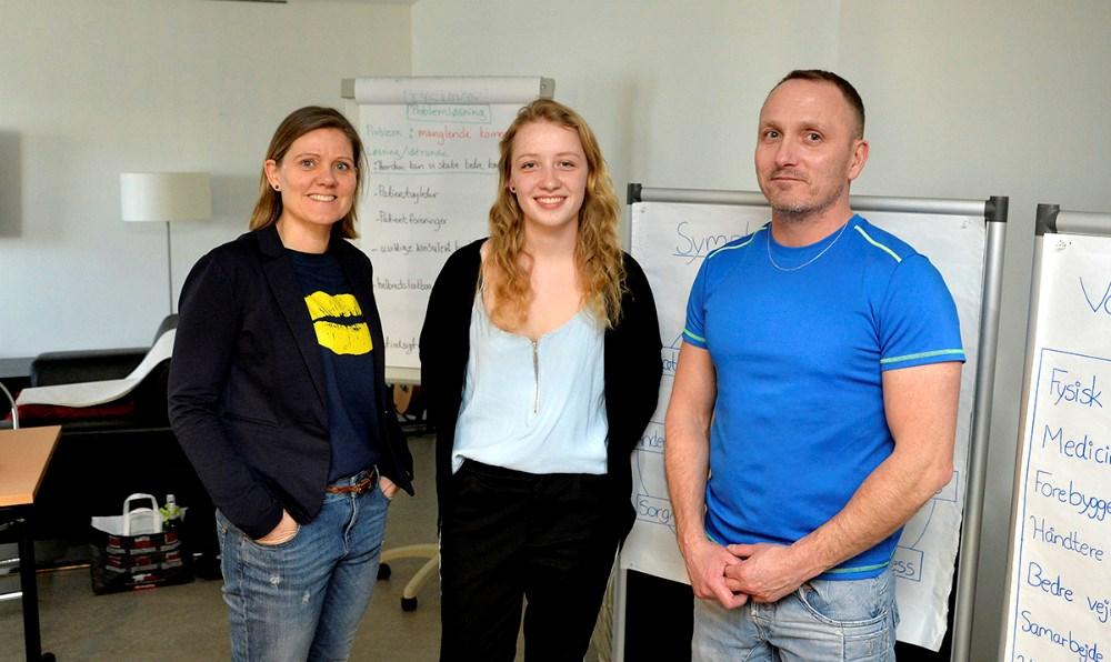 Fra venstre,Merete Mørch, sundhedskoordinator i Kalundborg Kommune, sammen med instruktørerneCecilie Amdi Nielsen ogBob Arup. Foto: Jens Nielsen