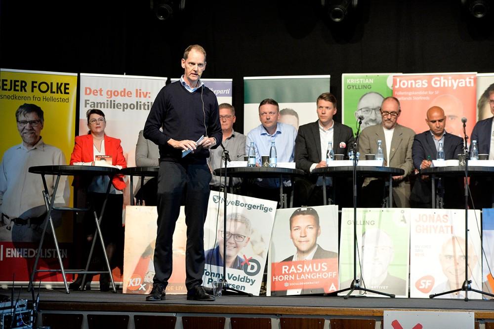 Chefredaktør for Børsen Niels Lunde, styrede debatten. Foto: Jens Nielsen