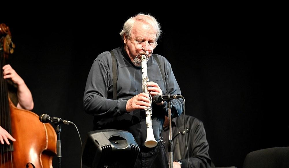Niels Abild står han stadig i front for bandet med sin klarinet. Foto: Jens Nielsen