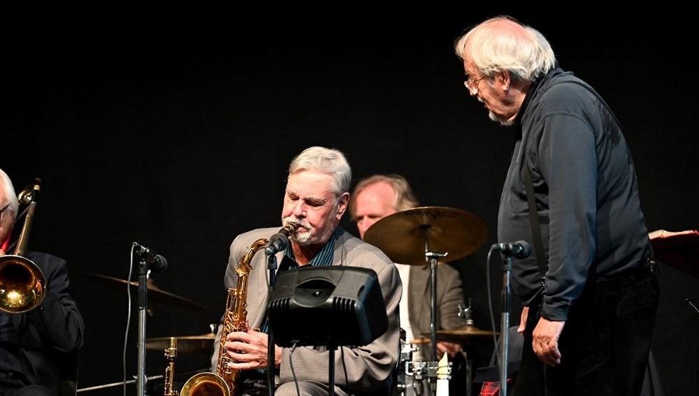 Jesper Thilo med tenorsaxen sammen med Niels Abild. . Foto: Jens Nielsen